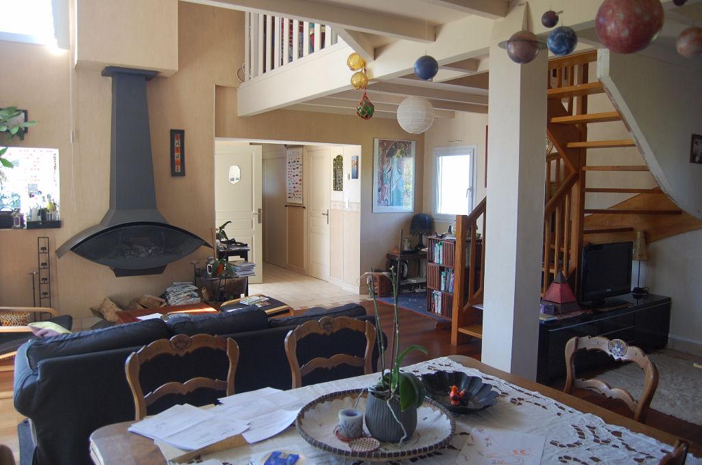 Maison  5 pièce(s) 135 m2 à PLOUHINEC